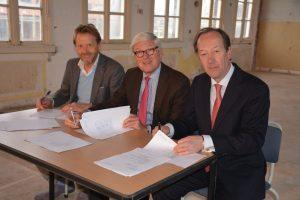 Van links naar rechts: de heren W. van der Kamp, B.H. Dyserinck, P.M.A. van Berckel